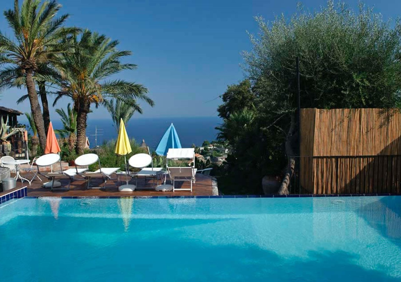 Authentic apartments with pool near Catania