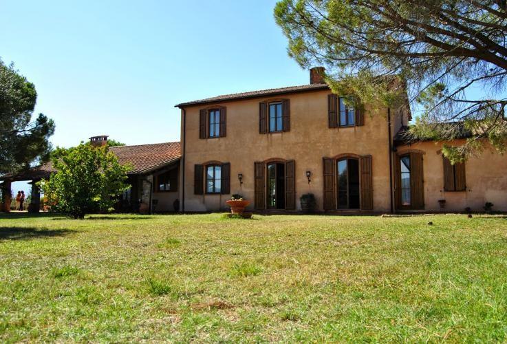 Villa with private pool near Tuscan coast