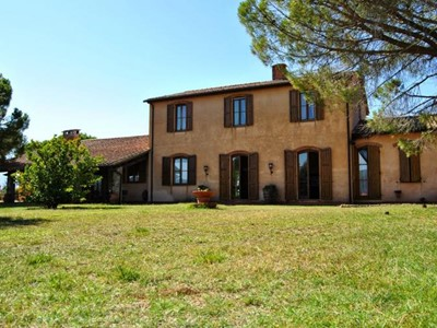 Villa with private pool near Tuscan coast
