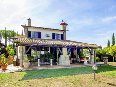 Large villa with pool in the Maremma countryside