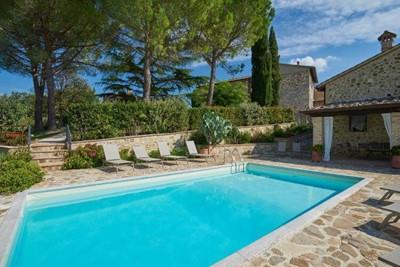 Villa in Chianti region suitable for 2 families