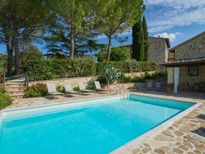 Villa in Chianti region suitable for 2 families