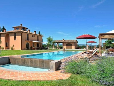 Traditional Tuscan villa with private pool