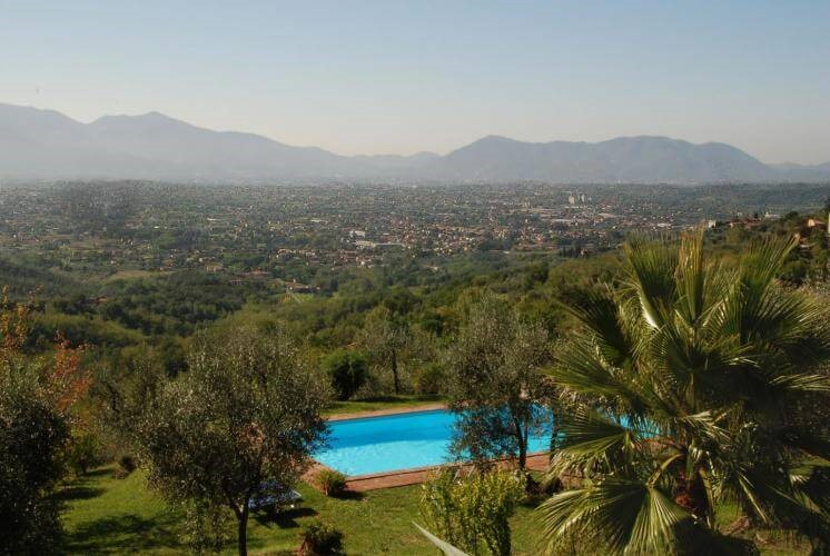 Large villa near Lucca with private pool