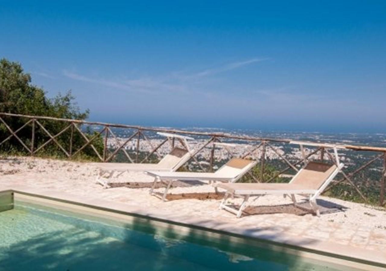 Trullo in Puglia wth pool