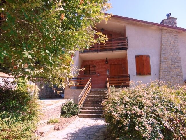 Large Umbria villa with pool and peaceful hilltop position with great views of the countrysideLarge Umbria villa with pool and peaceful hilltop position with great views of the countryside