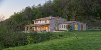 Typical Le Marche country house with private pool