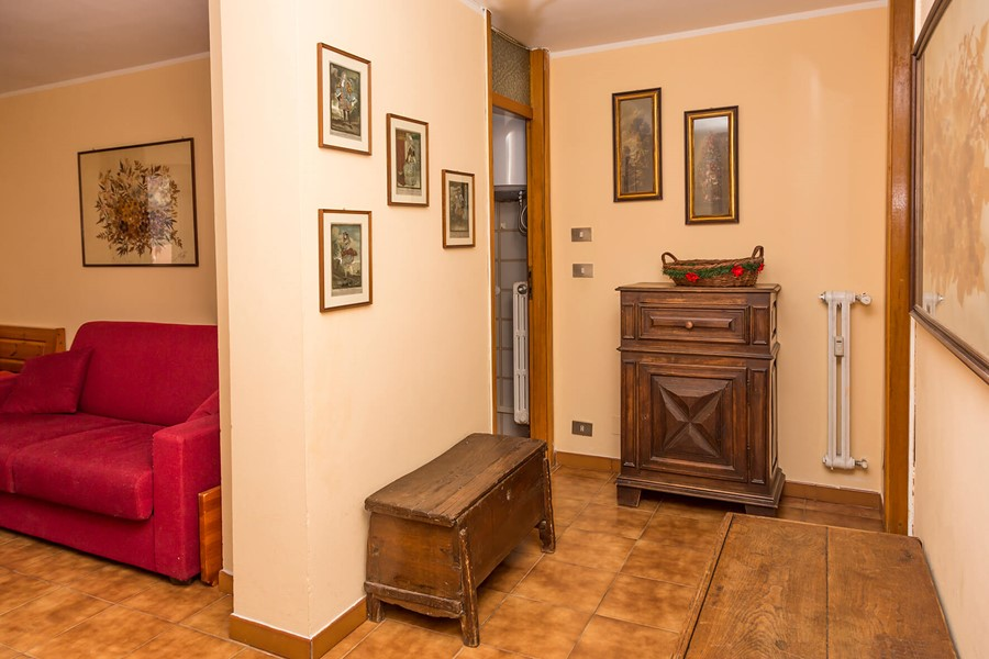 Self catering apartment in Sauze d'Oulx sleeping 4 people in 1 bedroom + 1 bed in the living room