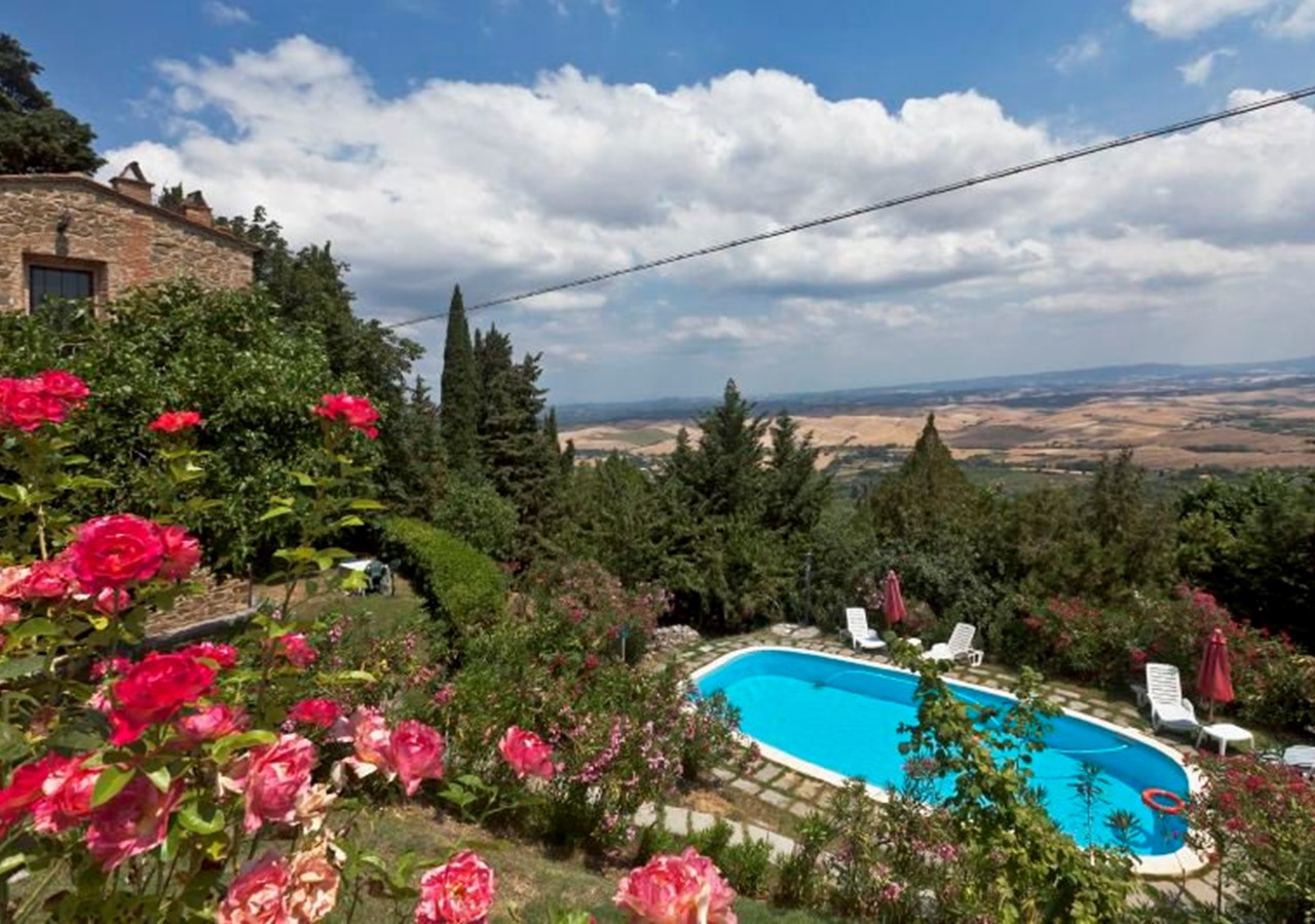 Apartments in Tuscany with shared pool