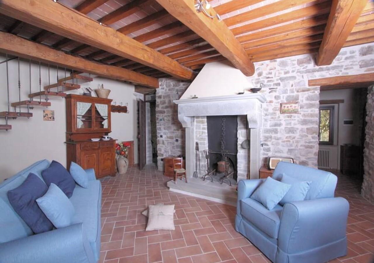 Large apartment in beautiful stone house near Apecchio in Le Marche