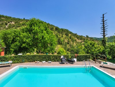 Villa with seperate apartments near Acqualagna in Le Marche with private pool