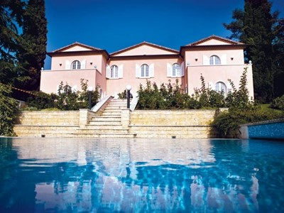Large villa in Lake Garda with private pool within walking distance of amenities