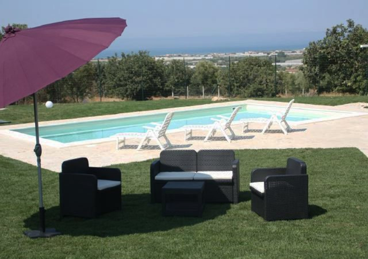 Cosy house with private pool and sea view in south east Sicily