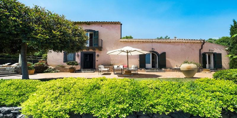 Villa with private pool on the slopes of Mount Etna in the eastern side of Sicily