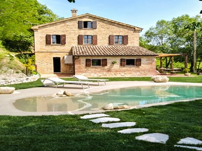 Lovely apartment with shared pool in the Le Marche mountains suitable for large groups of families and friends