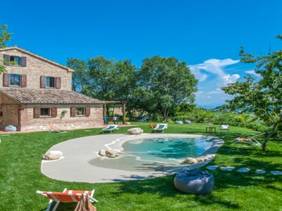 Lovely villa in the Le Marche mountains with private pool suitable for large groups of families and friends as it can be seperated into 2 apartments