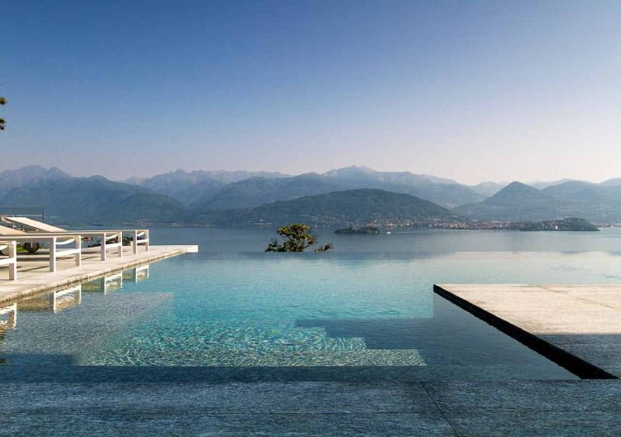Luxury villa in Lake Maggiore with infinity pool