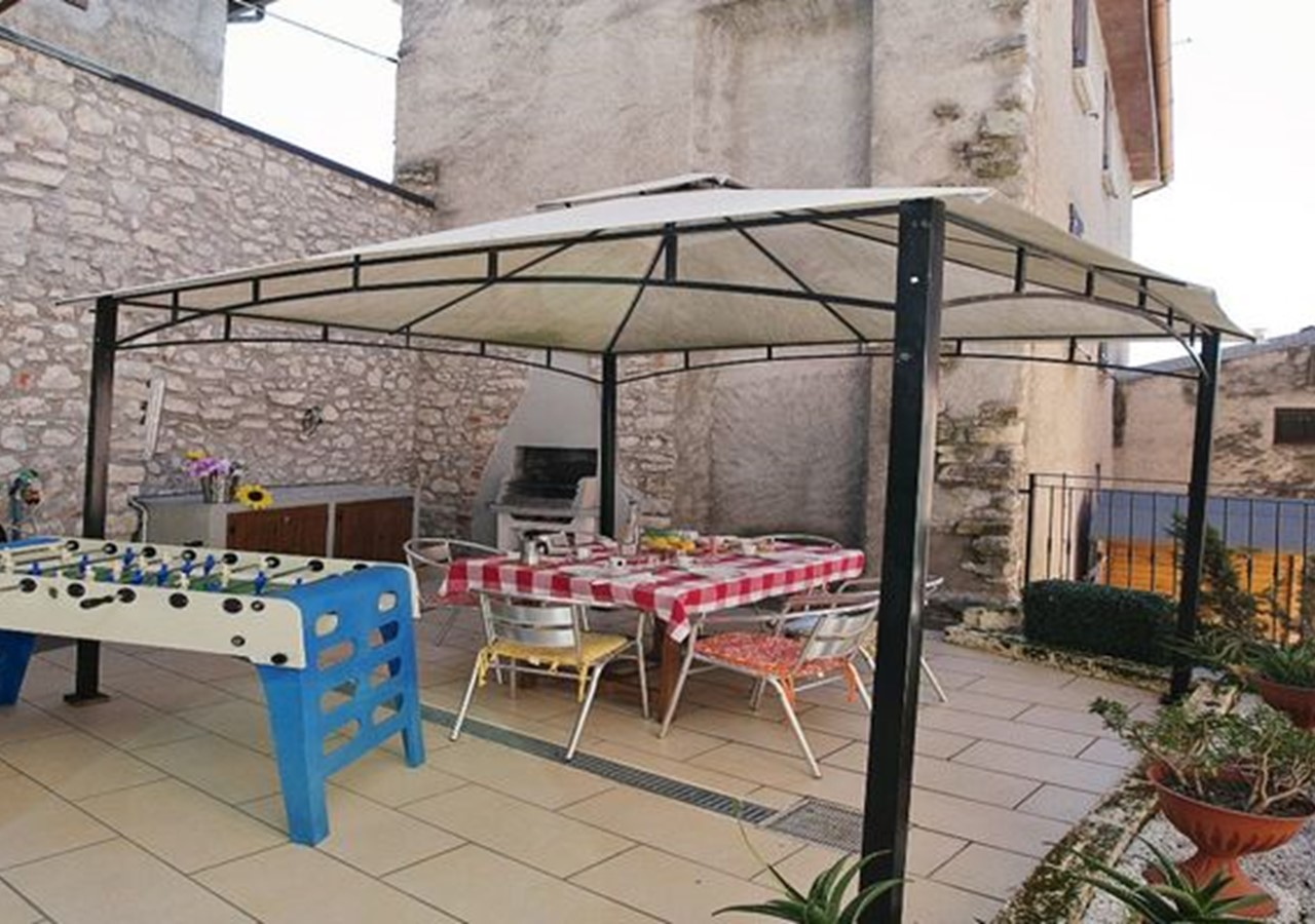 Family friendly apartment in Lake Garda with shared pool and great lake views