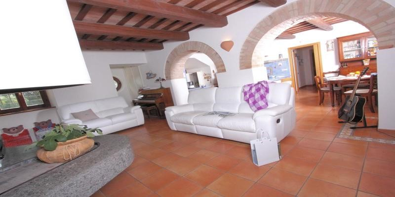 Le Marche villa with pool located near the small town of Passo Treia & 30 mins drive from the sea