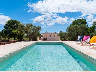 Beautiful and luxurious trulli and lamia near Alberobello