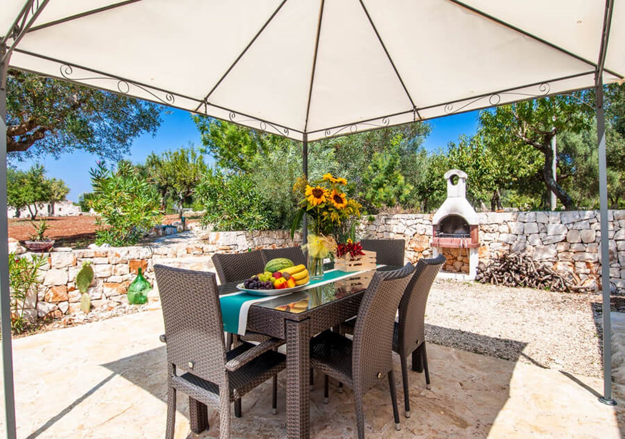 Charming authentic & peaceful countryside Trullo with shared pool located in the surroundings of Castellana Grotte