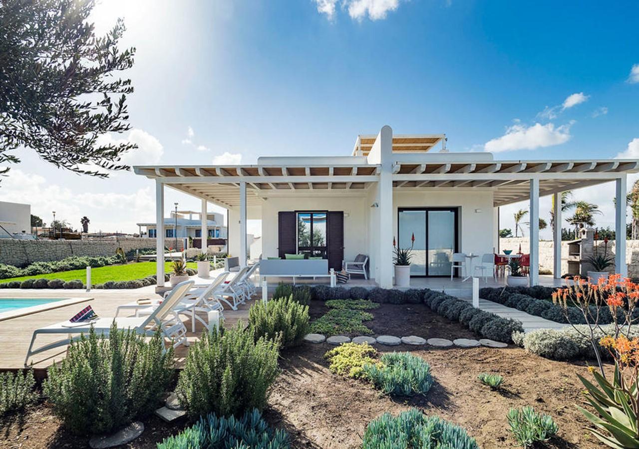 Modern luxury villa with private pool near San Lorenzo