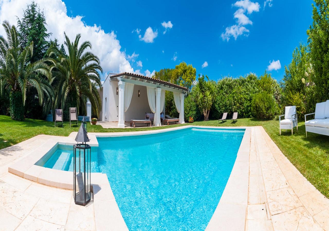 Peaceful Trulli complex with private pool in Puglia