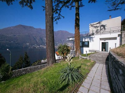 Chic modern Lake Como villa with spectacular views across the lake