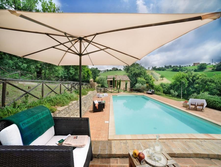 Villa in Le Marche with pool suitable for groups of families & friends