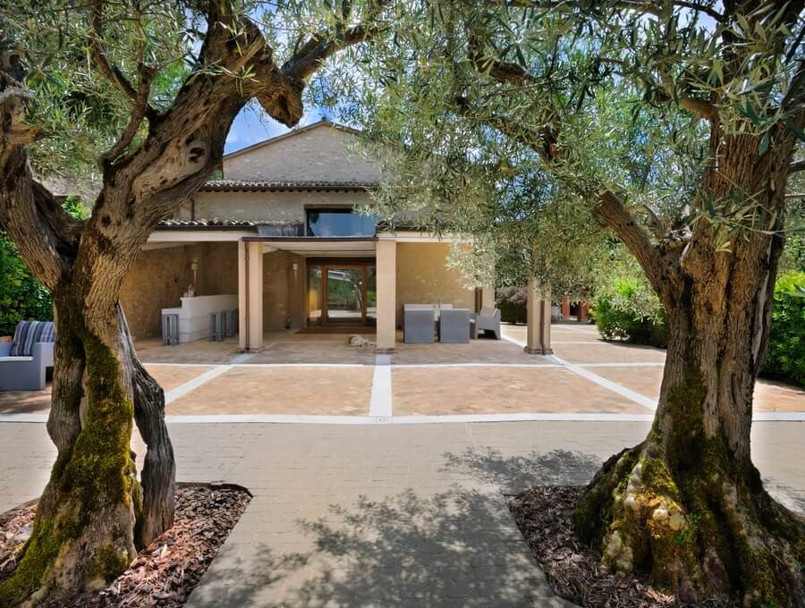 Luxurious villa in Le Marche with private pool located near the Sibilini mountains previously a convent