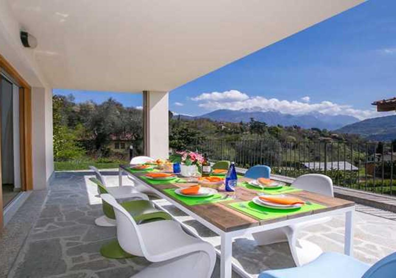 Modern Lake Como villa with pool