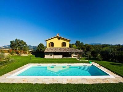 Authentic villa in Le Marche with pool