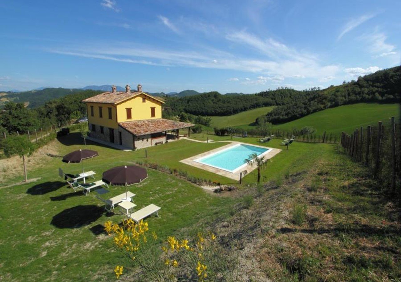 Authentic villa in Le Marche with pool