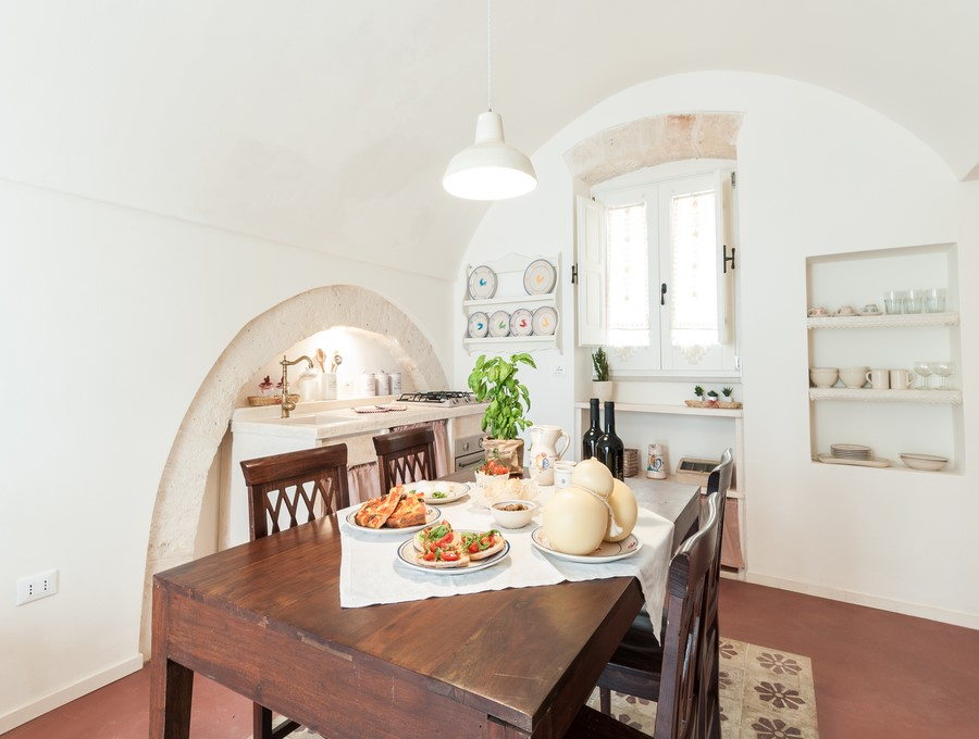 Apartment in Monopoli old town which can be rented with an adjoining apartment for groups