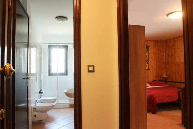 Studio apartment in Jouvenceaux near Sauze d'Oulx, sleeping 3 people just 300m from the ski lifts