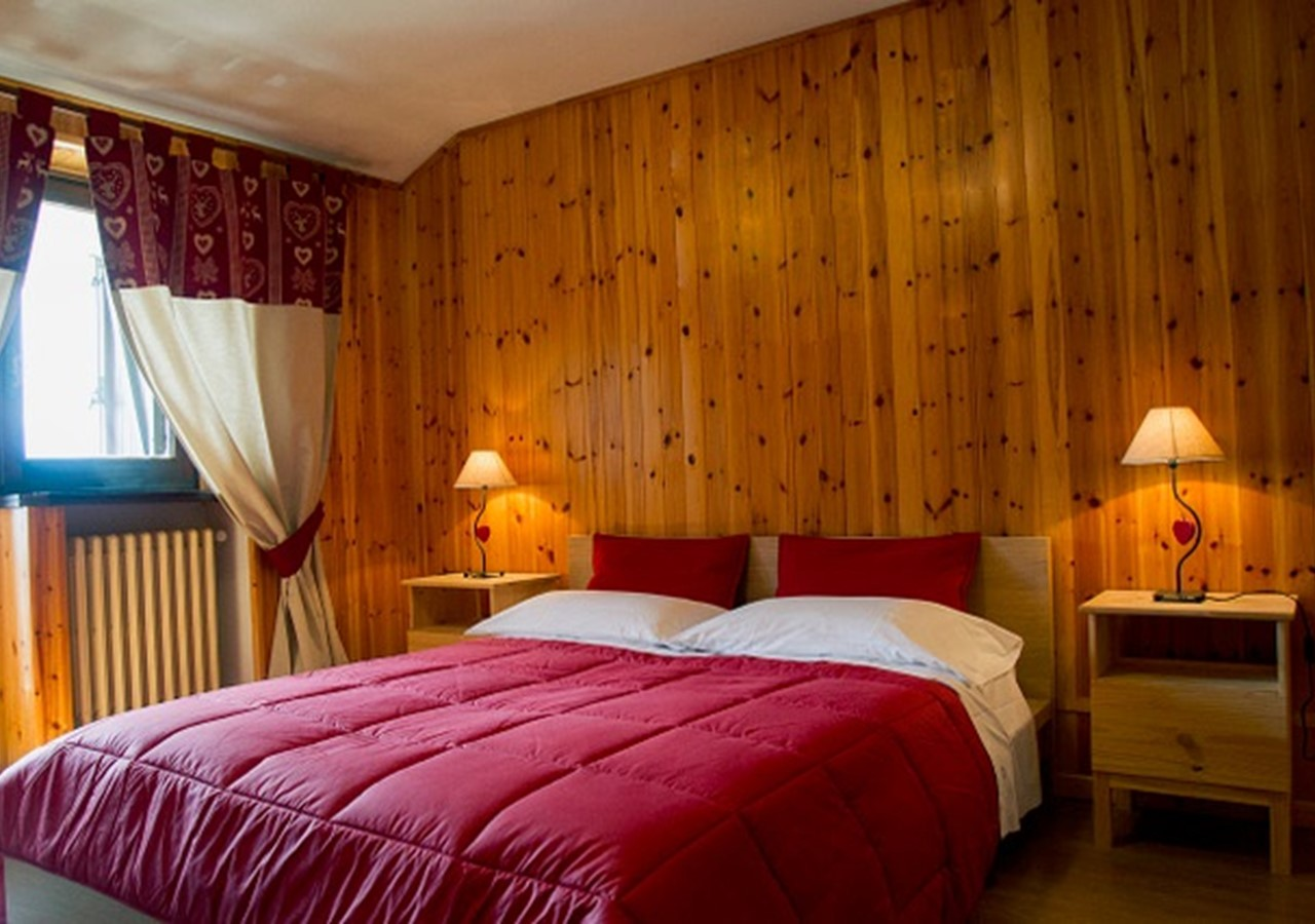 Apartment in Jouvenceaux near Sauze d'Oulx, sleeping 4 people just 300m from the ski lifts