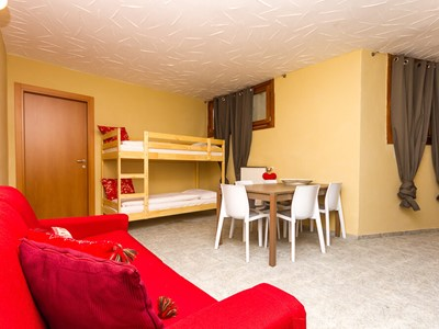 Modern 1 bedroomed apartment sleeping 6 in Sauze d'Oulx