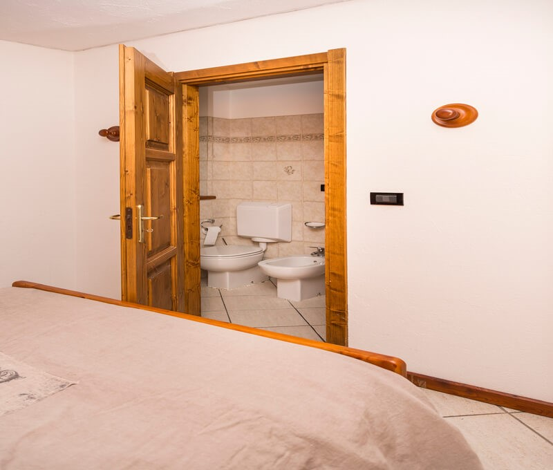 1 bedroom apartment for 4 people in the old town of Sauze d'oulx 100m from bus stop and 300m from the main square