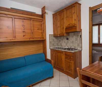 Self catering apartment for 4 in the old town of Sauze d'oulx 100m from bus stop and 300m from the main square