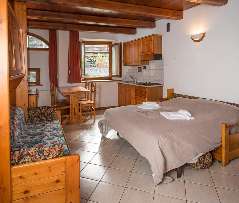 Self catering studio apartment sleeping 4 in the old town of Sauze d'oulx 100m from bus stop and 300m from the main square
