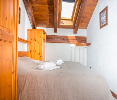 Self catering 1 bedroom apartment for 5 in the old town of Sauze d'oulx 100m from bus stop and 300m from the main square