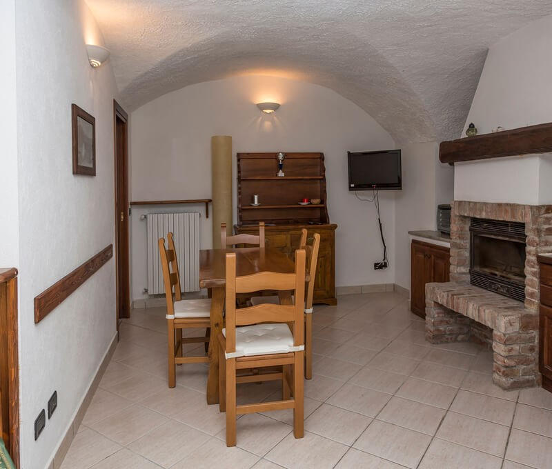 Self catering 1 bedroom apartment sleeping 2 people in the old town of Sauze d'oulx 100m from bus stop and 300m from the main square