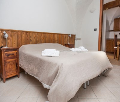 1 bedroom apartment for 2 people in the old town of Sauze d'oulx, 100m from bus stop and 300m from the main square