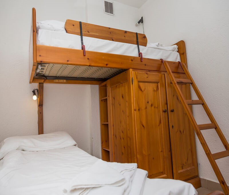 Apartment in Sauze d'Oulx in a great location for Clotes ski lift sleeping 6 in 2 bedrooms