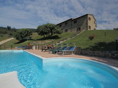 Large villa for groups in Le Marche countryside