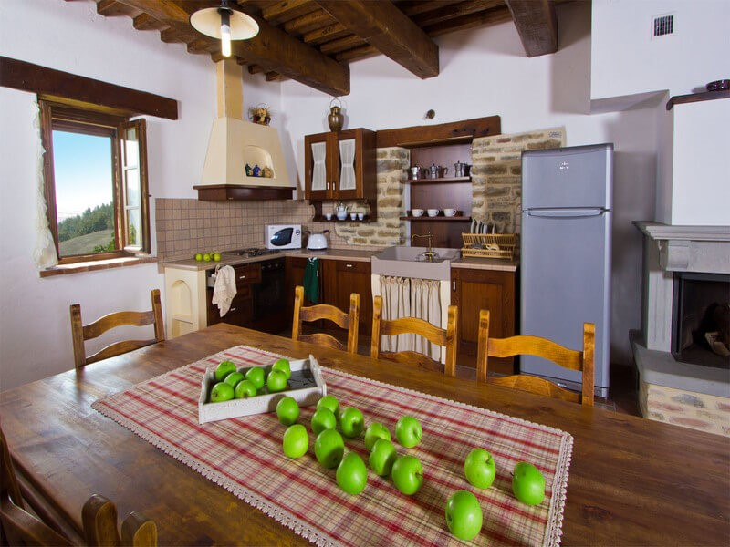 Apartment for 7 inside large villa for groups in Le Marche countryside
