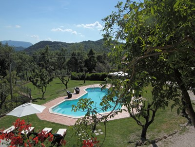 Large villa for 14 people in Le Marche with seperate apartments and private pool
