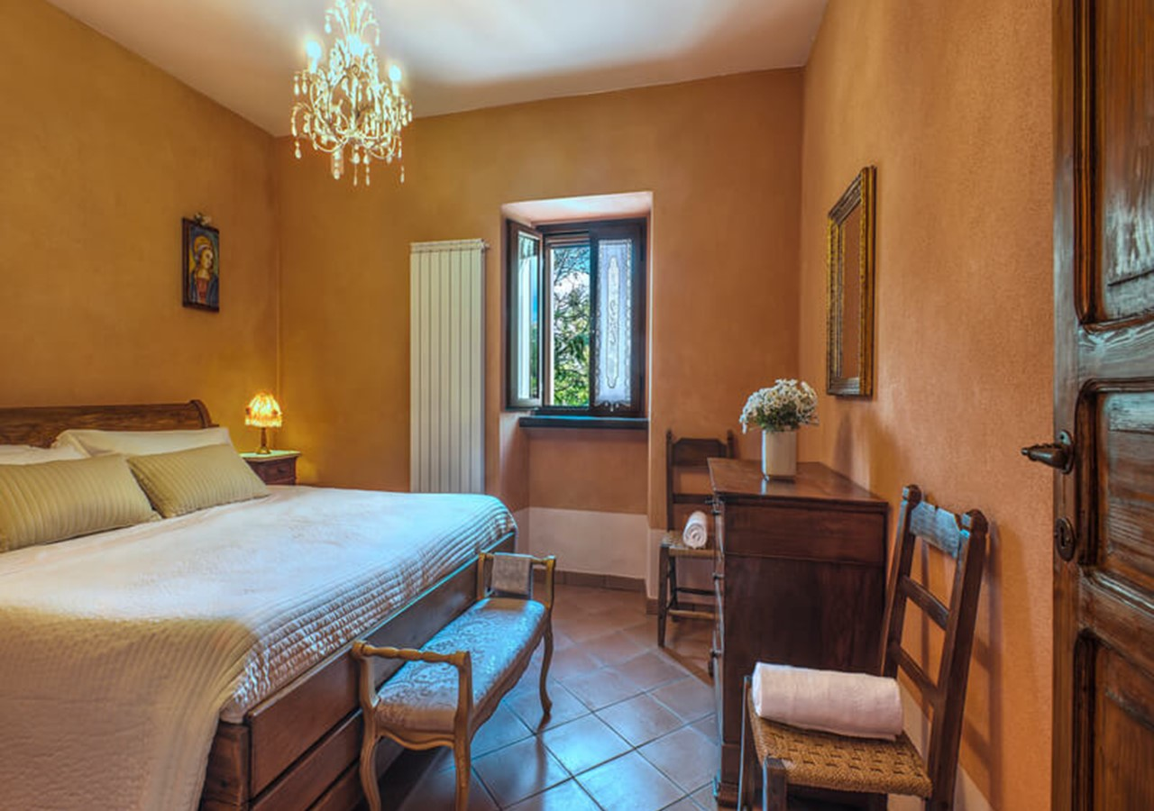 Apartment sleeping 5 people near Acqualagna in Le Marche with shared pool