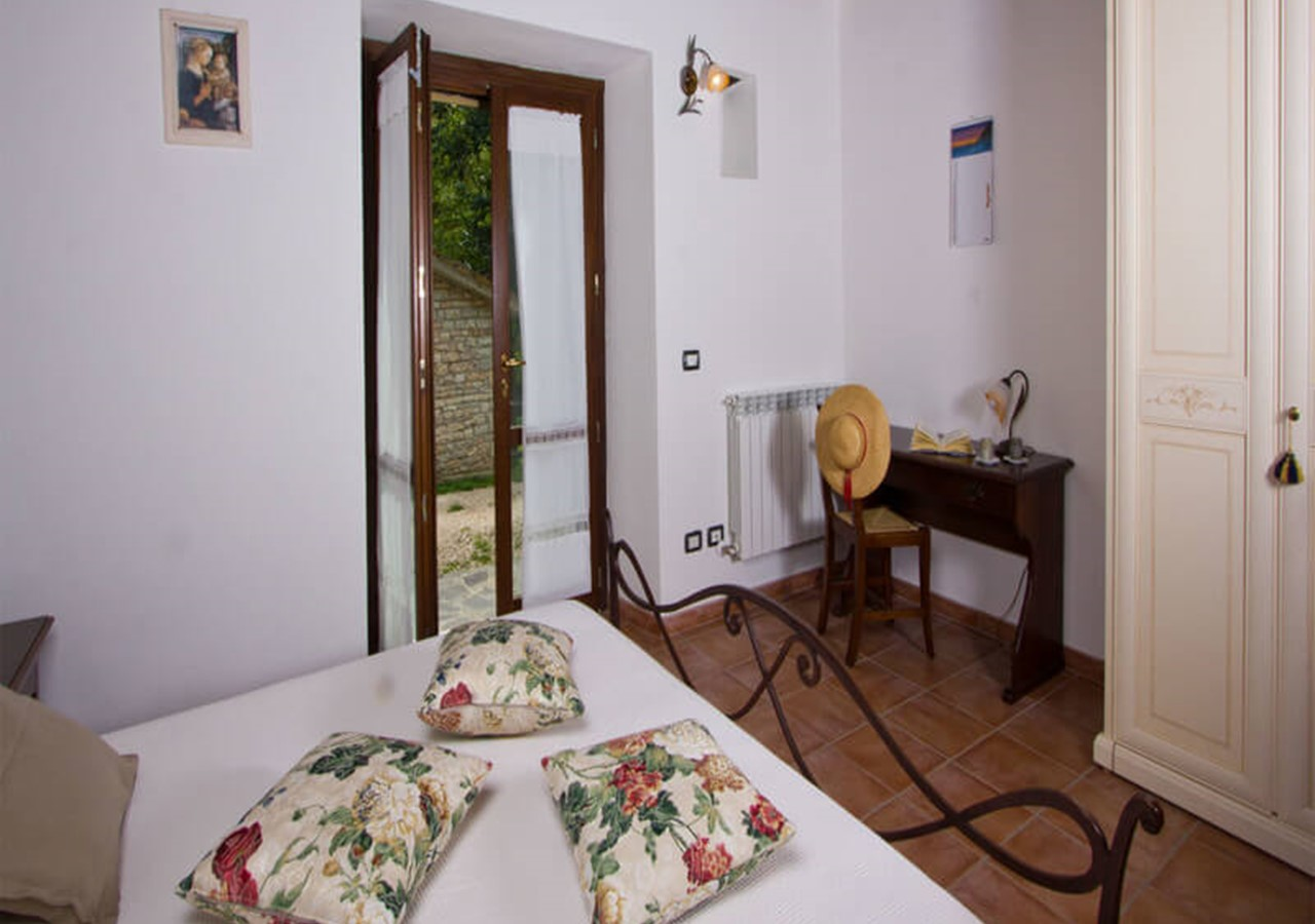 Charming country home in Le Marche sleeping 10 people in 2 seperate apartments with private pool