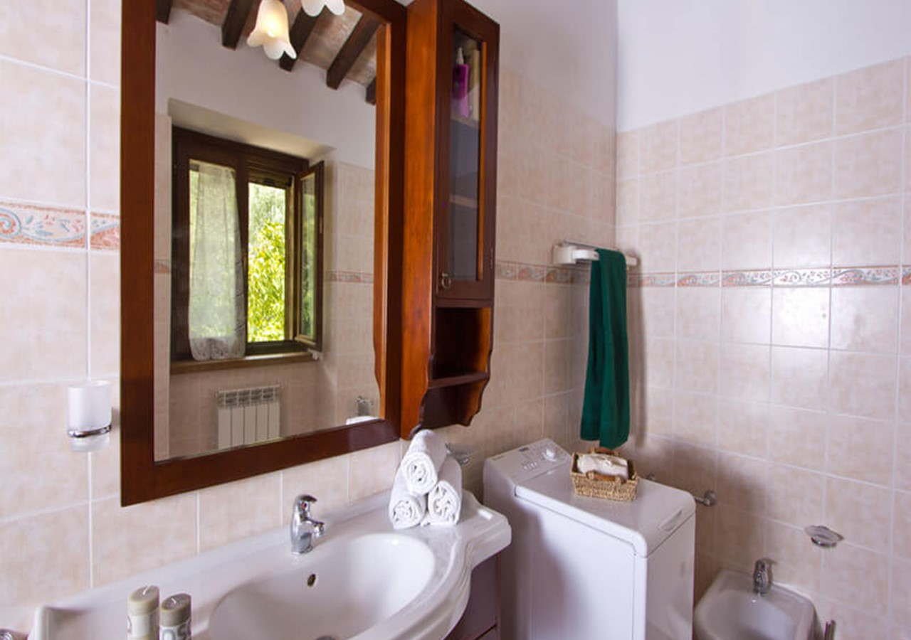 Charming apartment for 5 in Le Marche countryside with shared pool